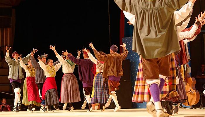 Festival Folklorico de los Pirineos 2015